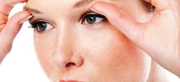 Как избавиться от мешков под глазами?