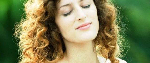 Как укладывать вьющиеся волосы